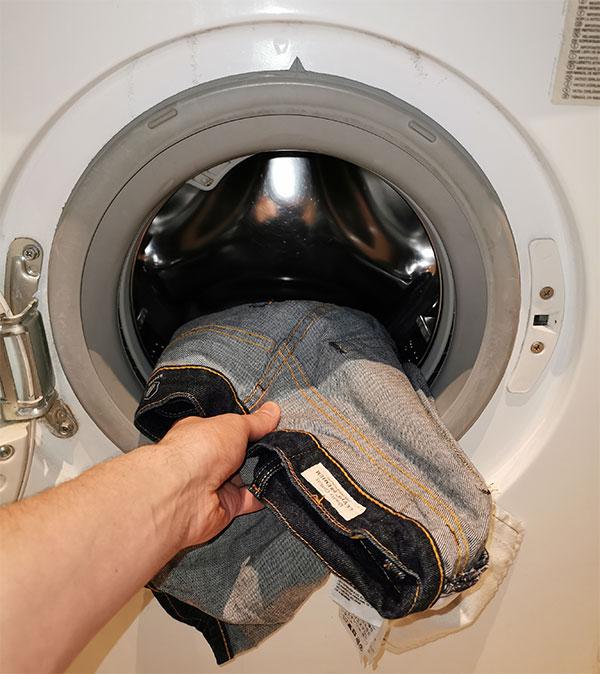 Raw denim in the washing machine